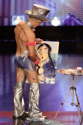lartista che dipinge con un pene)