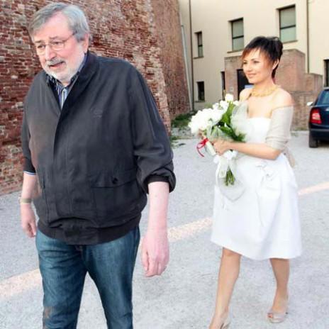 Guccini persevera con questo look anche il giorno del suo matrimonio