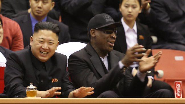 (new.com) Eccolo invece con Rodman godersi una partita