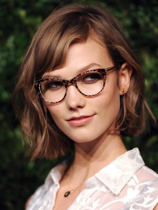 ragazza con gli occhiali