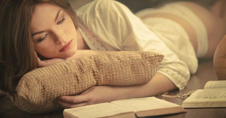 20 Buoni motivi per uscire con una ragazza che legge molto