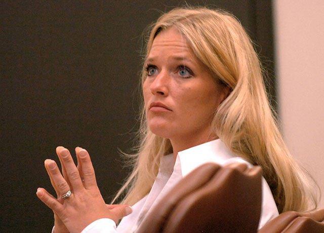 Carrie-McCandless-Agressions-sexuelles-top-10-des-profs-les-plus-sexy-qui-ont-abusé-de-leurs-élèves-