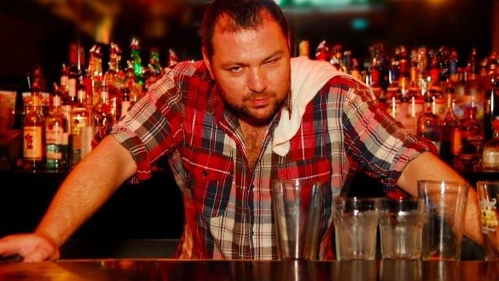 16 momenti in cui fare il barista diventa un lavoro di merda