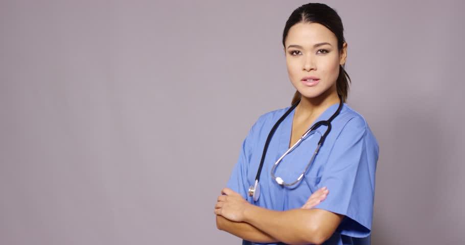 ragazza che studia medicina