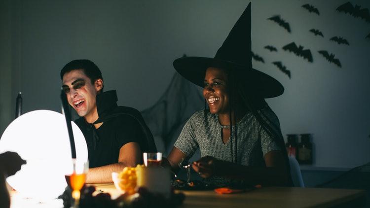 Da cosa devi travestirti ad Halloween in base al tuo segno zodiacale ... c4242aa142d4