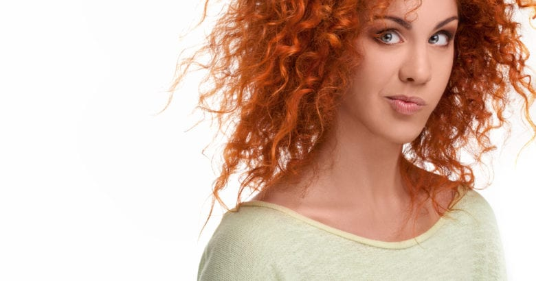 donna capelli ricci