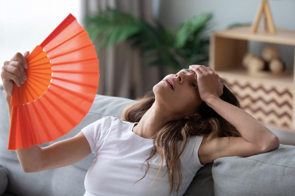 donna odia estate caldo